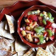 Sweet 'n Spicy Fruit Salsa With Cinnamon Chips