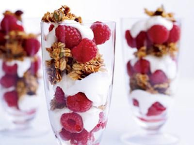 granola-yogurt-parfait