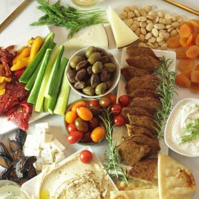 Meatless Mediterranean Mezze Platter